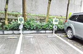 如何维护电动汽车充电桩基础设施?
